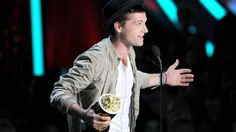 VIDEO: Josh Hutcherson and Jennifer Lawrence win Best Male  Female Performer the-hunger-games
