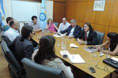 Chubut trabaja para la creación de una marca para al cuero ovino de la Patagonia http://www.ambitosur.com.ar/chubut-trabaja-para-la-creacion-de-una-marca-para-al-cuero-ovino-de-la-patagonia/ En el Ministerio de Desarrollo Territorial y Sectores Productivos se reunieron actores locales y nacionales para avanzar en la definición de los requisitos o protocolos para establecer una marca de origen de dicho producto.     El Ministerio de Desarrollo Territorial y Sectores Producti