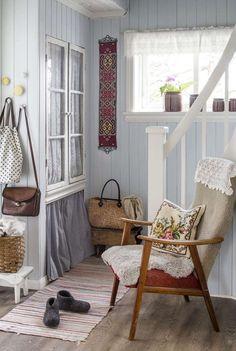 Sissel og Jostein hadde lenge drømt om et landlig liv Cottage Interiors, Cottage Homes, Cozy Cottage, Scandinavian Cottage, Cosy Room, Sweet Home Alabama, Country Decor, My Dream Home, Decoration