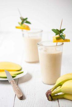 Veganer Mango-Bananen-Smoothie mit Zimt & Vegan mango-banana-smoothie with a hint of cinnamon Juice Smoothie, Smoothie Drinks, Fruit Smoothies, Healthy Smoothies, Healthy Drinks, Superfood Smoothies, Healthy Banana Recipes, Vegan Recipes, Strawberry Banana Smoothie