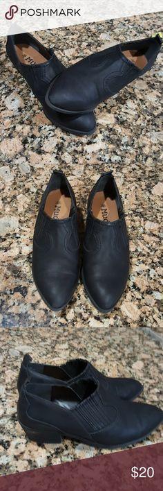 Mudd Black Booties Size 8 Mudd Black Booties Women's size 8 Gently worn Pet free & smoke free home Mudd Shoes