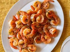 Get 4 Minute Spicy Garlic Shrimp Recipe from Food Network pasta rezept healthy pasta recipes Lemon Pepper Shrimp, Spicy Garlic Shrimp, Spicy Shrimp Recipes, Seafood Recipes, Food Shrimp, Grilled Shrimp, Shrimp Pasta, Lemon Recipes, Healthy Recipes