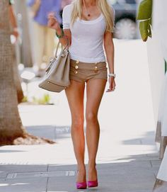 heidi montag but love this outfit. Summer Outfits, Cute Outfits, Summer Shorts, Summer Clothes, Look Chic, Hipsters, Dress Me Up, Dress Pants, Khakis