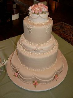 dainty design from Bake Me A Cake
