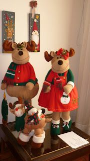 EL TALLER DE ROSA: PARA DECORAR LA NAVIDAD Christmas 2019, Xmas, Christmas Decorations, Holiday Decor, Soft Sculpture, Pretty And Cute, Ideas Para, Ronald Mcdonald, Elf On The Shelf
