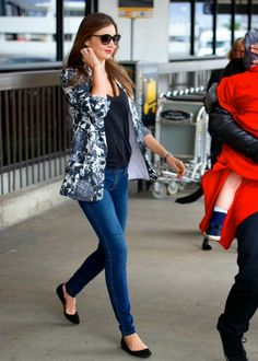How to Chic: MIRANDA KERR IN A FLORAL BLAZER