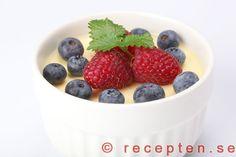 Pannacotta LCHF - Recept på pannacotta med få kolhydrater, lågt GI, LCHF. Supergott och enkelt. Bilder steg för steg.