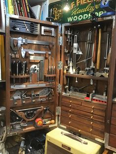 Woodworking Tool Cabinet, Woodworking Shop Layout, Woodworking Hand Tools, Woodworking Workshop, Wood Tool Box, Wooden Tool Boxes, Antique Tools, Old Tools, Machinist Tool Box