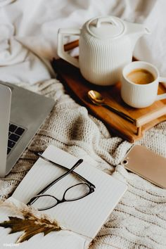 coffee in bed Working in bed with a laptop - coffee Coffee In Bed, Coffee Girl, Coffee And Books, Coffee Shop, Cozy Coffee, Brown Coffee, Coffee Cafe, Black Coffee, Cozy Aesthetic