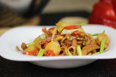 Jak przygotować Wieprzowinę w Sosie Słodko Kwaśnym - Przepis Video na dość proste i pyszne danie ze schabu, świeżych warzyw i owoców. Kwintesencja kuchni chińskiej. Smakowało? Nie zapomnij Skomentować:) Wykorzystane składniki oraz Sposób przygotowania Znajdziesz na naszej stronie
