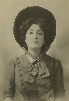 Timelessly lovely Edwardian stage actress Lucy Weston gazing steadfastly  into the lens. early 1900s