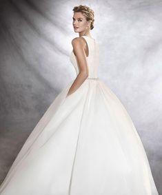 А сейчас о главном 🔥😊важно знать , что твоё идеальное платье 👰🏼находиться в сети свадебных салонов Fashion Bride 💖только Pronovias , только шедевр 🎀и только для тебя 👸🏼  Cалон #FashionBride г.Одесса ул.Греческая 12, тел. (048)7064404 #вечернееплатьеодесса #ВечерниеплатьяОдесса #СвадебноеплатьеОдесса #СвадебныеплатьяОдесса #СвадебныесалоныОдесса #СвадебныйсалонОдесса Pronovias Wedding Dress, Wedding Dresses, Cinderella, Disney Princess, Disney Characters, Fashion, Bride Dresses, Moda, Bridal Gowns