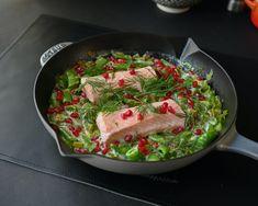 Laksegryte med vårløk og sukkererter - En rask hverdagsmi... | Gladkokken Guacamole, Mexican, Ethnic Recipes, Food, Happy, Aluminium Foil, Essen, Ser Feliz, Meals