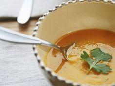 Suppe aus Butternut-Kürbis ist ein Rezept mit frischen Zutaten aus der Kategorie Gemüsesuppe. Probieren Sie dieses und weitere Rezepte von EAT SMARTER!