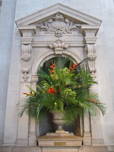 Floral arrangements in Grand Hall-Good idea, for the foyer!