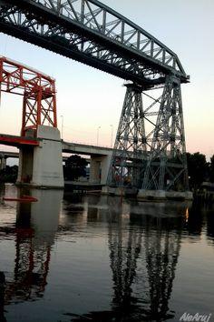 Atrapados por la imagen: Atardecer bajo los puentes