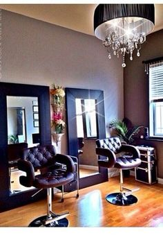 Home salon ideas in my dream perfect for limited space based hair . home salon ideas decor hair Home Beauty Salon, Home Hair Salons, Beauty Salon Decor, Home Salon, Salon Mirrors, Small Salon, Room Deco, Salon Stations, Makeup Salon