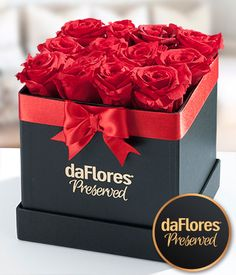 This gorgeous arrangement contains 12 preserved red roses carefully arranged in our signature black hat box. With proper care roses can last over 1 year. Diy Flower Boxes, Paper Flower Decor, Diy Flowers, Flower Decorations, Paper Flowers, Fresh Flowers, Parisian Cake, Rosen Box, Preserved Roses