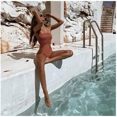 Mädchen am Pool Fotografie Sommer Pool Sommer+ Bikini Inspiration, Beach Body Inspiration, Daily Inspiration, Summer Pictures, Beach Pictures, Vacation Pictures, Summer Photography, Photography Poses, Swimming Pool Photography