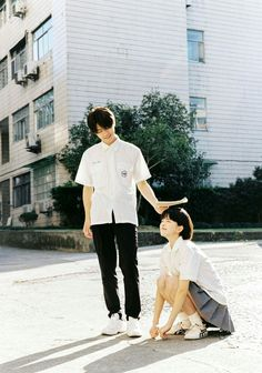 Aesthetic Japan, Japanese Aesthetic, Figure Photography, Couple Photography Poses, Girl Group Pictures, Photographie Portrait Inspiration, Human Poses Reference, Sitting Poses, People Fall In Love