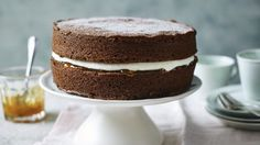You can always trust in a Mary Berry cake recipe and these are her easiest ever. Whatever your favourite cake, Mary Berry is sure to have an easy version for you. Mary Berry Chocolate Cake, Chocolate Sponge Cake, Chocolate Cake Recipe Easy, Best Chocolate Cake, Chocolate Victoria Sponge Cake, Mary Berry Cupcakes, Chocolate Desserts, Cake Recipes Bbc, Sponge Cake Recipes