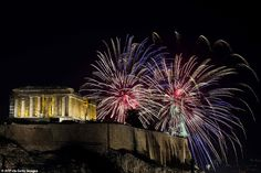 Fireworks explode over the ancient temple of the Parthenon on top of the Acropolis hill as part of Greece's celebrations for the New Year in Athens on January 2020 New Years Eve Fireworks, Best Fireworks, New Year's Eve Celebrations, New Year Celebration, Happy New Year Everyone, Happy New Year 2020, New Year In Scotland, Edinburgh Hogmanay, New Year's Eve 2019