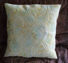 Free-Motion Quilting - great photo examples on her blog, if you want to click thru. source: Geri Richardson: PILLOW TALK