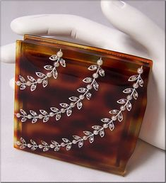 lovely vintage lucite compact