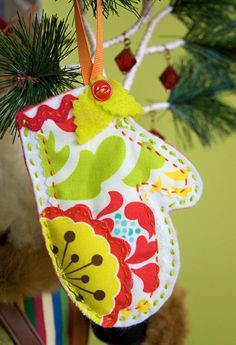 Bits & Pieces Felt Ornaments - A simple #sewing craft that will add color to your tree. #pattern