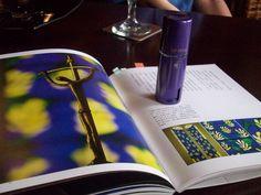 GP DEVA香華天2012年母親節推出的「輕吻香霧」與我最愛的書,台灣知名攝影師范毅舜的新書『山丘上的修道院』     范毅舜 Nicholas Fan 美國加州布魯克攝影學院碩士(Brooks Institute of Photography)。    曾受邀於美國華府參議院、德國Leica藝廊、法國尼斯Alian Coutuier藝廊、台北誠品藝廊及新光三越百貨公司藝文館舉行攝影個展。     著名的德國Leica相機公司、瑞士的Sinar相機公司、瑞典哈蘇Hasselblad相機公司、英國的Illford相紙公司及美國的Kodak軟片公司,都曾以他的攝影作品做為產品代言。     台灣的SONY索尼公司,近年更支援他最新的數位攝影器材。    哈蘇專業相機公司曾推崇他為全球最優秀的150位攝影家之一,他更是135相機發明者—德國Leica相機公司在德國總部舉行攝影個展的唯一華人。     美國會圖書館、參議院、加州布魯克攝影學院、台北市立美術館皆收藏有他的攝影作品。