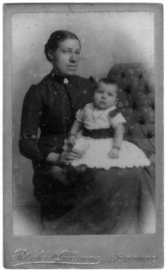 Woman and child in mourning dress. Photostudio Ritscher & Landsman The Hague