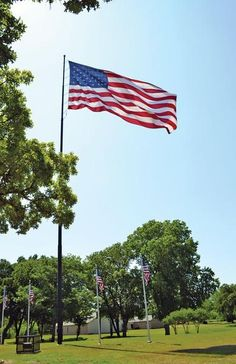 """""""FLAGs should be in serviceable condition…"""" ~ Roger Layton (First Vice Commander of the Amrican Legion Post 22) _____________________________ Reposted by Dr. Veronica Lee, DNP (Depew/Buffalo, NY, US)"""