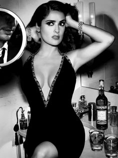 Salma Hayek was all about cool glamour in a metallic-pink crop-top by. Salma Hayek · Salma Hayek completed her rocker-chic ensemble with a studded leather pencil skirt and. Selma Hayek, Dark Dress, Most Beautiful Women, Beautiful People, Beautiful Latina, Absolutely Gorgeous, Salma Hayek Body, Salma Hayek Pictures, Non Blondes