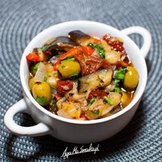 Caponata po mojemu ⋆ AgaMaSmaka - żyj i jedz zdrowo! Aga, Food Design, Ratatouille, Lunch Box, Food And Drink, Soup, Menu, Yummy Food, Healthy Recipes
