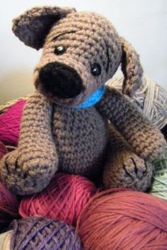 cute doggie, this pattern is free but you can get another free pattern by pinning from her site, some very cute animals there!