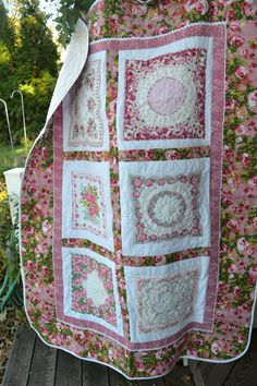 Vintage Traditional Holiday Victorian Roses Handkerchief Hankie Quilt