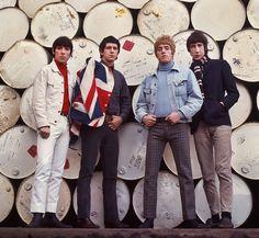 Les plus belles photos des archives de Paris Match - 1966 - Les lecteurs de Paris Match découvrent les quatre membres du groupe de rock The WHO crée à Londres en 1964. Il est composé du chanteur Roger Daltrey, du guitariste Pete Townshend, du bassiste John Entwistle, et du batteur Keith Moon. Photo : Philippe le Tellier / Paris Match