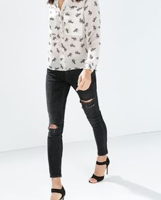 Image 2 of MID RISE SKINNY JEANS WITH RIPPED KNEE from Zara