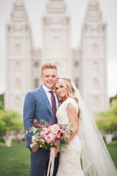 Monday nights are for Dancing With the Stars, but this particular Monday we've got something extra special on the agenda. Becausewhen DWTS pro Lindsay Arnold and her high school sweetie, Sam Cusick tied the knot, their wedding plannerDanielle Rothweilerknew their