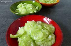 Ouderwetse komkommersalade zoals onze moeders die vroeger in de jaren '70 maakten, maar dan met een kleine wijziging uit de keuken van Out.