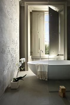 Bathtub  Architectural Digest - Monica Mauti