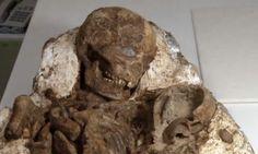El próximo domingo, día 1 de mayo, se celebra el día de la madre. Para cualquier arqueólogo, no se me ocurre un momento más idóneo para hacer público el hallazgo en Taiwán de una momia de 4800 años enterrada junto a su hijo, al que sostiene en brazos y parece seguir observando.