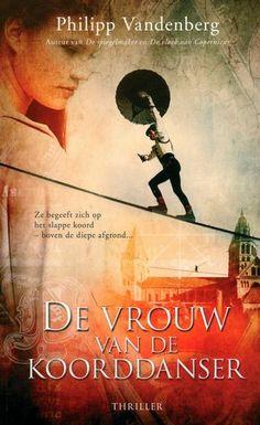 Magdalena, een jonge, welgevormde novice, vlucht in 1525 uit een Duits nonnenklooster en sluit zich aan bij een rondreizend circus. De leider daarvan is een befaamd koorddanser. Zij krijgen een relatie. Hij vertelt haar dat hij een van de negen Onzichtbaren is die zorgen dat bepaalde boeken, waarvan de inhoud de wereld danig zou kunnen veranderen, op een geheime bergplaats blijven. Meer weten over dit boek? >> http://www.bzof.nl/catalogus.html?q=de+vrouw+van+de+koorddanser