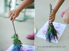Ideias de atividades com crianças usando a natureza - pincel com folha