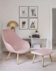 Nada como ter um cantinho para ler e relaxar. Aposte em cores suaves e um décor minimalista para manter o espaço tranquilo. #revistacasaclaudia #decor #decoration #decoração #home #house #casa #relax #pink