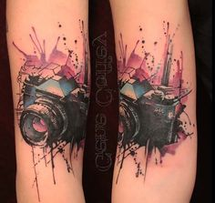 Watercolor tattoos are a unique form of tattoo art, which creates tattoo designs in the form of blotches and splashes of color, rather than defined outlines. Photographer Tattoo, Tattoo Photography, Photography Camera, Body Art Tattoos, Sleeve Tattoos, Tatoos, Kamera Tattoos, Camera Tattoo Design, Tattoo Camera