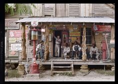 Satisfy: Photographer Dorothea Lange snapped the image above of men at a country store in Gordonton, North Carolina in 1939 Colorized Historical Photos, Colorized History, Historical Pics, Sarasota Florida, Top Photos, Old Gas Stations, Old Country Stores, Iconic Photos, Richard Avedon