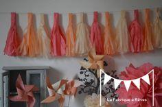 Guirlande tassel garland gland pompon peche abricot beige corail - décoration mariage - décoration chambre bébé fille- accessoires photobooth : Décoration pour enfants par la-fabrique-a-reves
