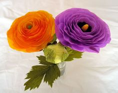 Crepe paper ranunculus flower with Lynn Dolan at Castle in the Air.