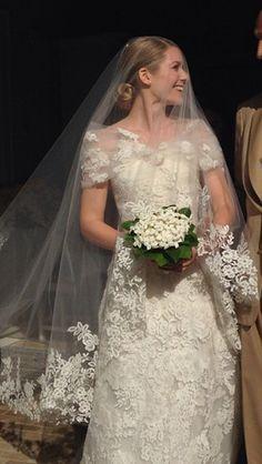 Elizabeth Cordry wears a Valentino wedding dress